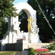 1010 - Johann Strauss Denkmal